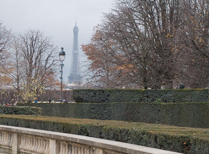 Photo couleur. L'automne à Paris. tour Eiffel
